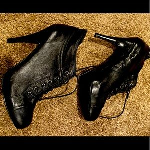 Woman's 9 West black lace up booties